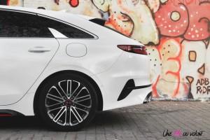 Kia Proceed GT arrière feux roues échappement détail