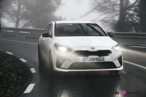 Kia Proceed GT feux dynamique essence break