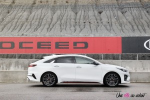 Kia Proceed GT circuit profil jantes break blanc
