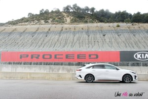 Kia Proceed GT profil break échappement jantes essence break