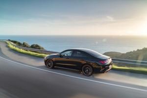 Mercedes CLA Coupé arrière dynamique noir