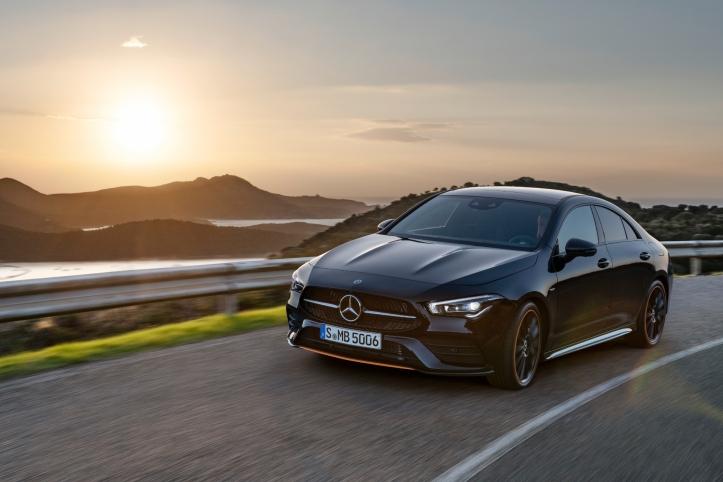 Mercedes CLA Coupé calandre feux