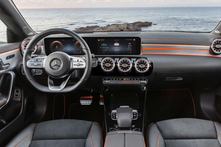 Mercedes CLA Coupé intérieur volant sièges écran