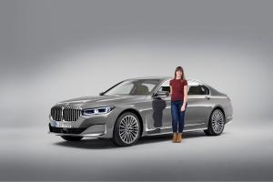 BMW Série 7 Marie Lizak studio statique avant gris