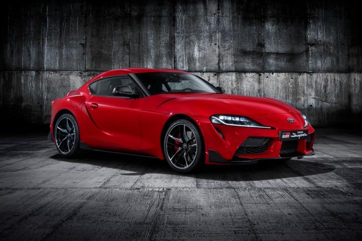 Toyota Supra jantes feux rouge statique