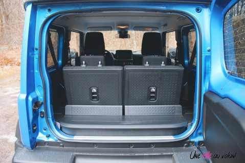 Suzuki Jimny coffre intérieur