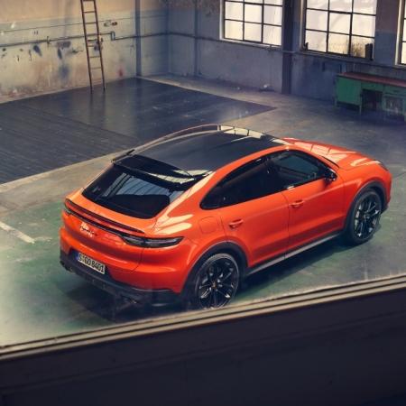 Porsche Cayenne Coupé arrière toit carbone statique
