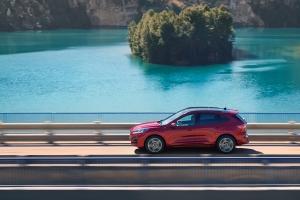 Ford Kuga 2019 profil jantes SUV dynamique