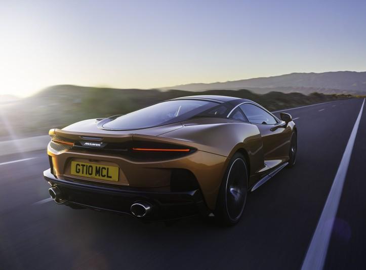 McLaren GT 2019 échappement dynamique feux arrière détail