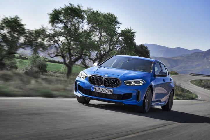 BMW Série 1 2019 compacte bleu dynamique feux
