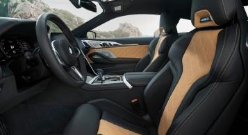 BMW M8 Competition intérieur sièges volant