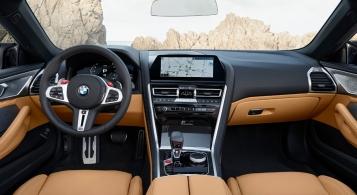 BMW M8 Competition Convertible intérieur écran volant sièges
