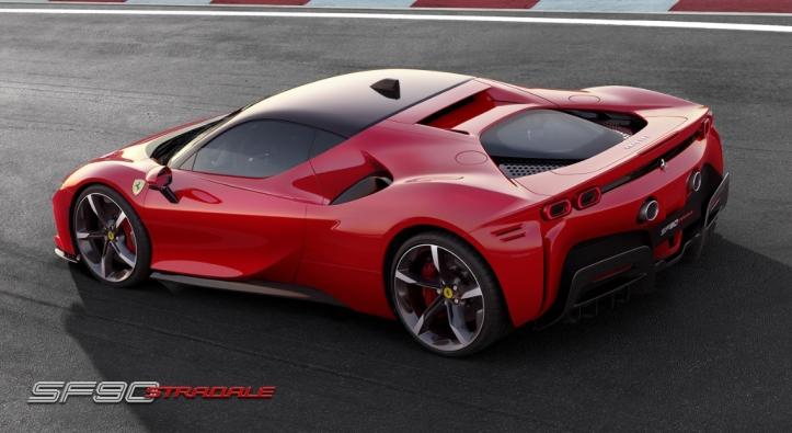 Ferrari SF90 Stradale arrière échappement jantes