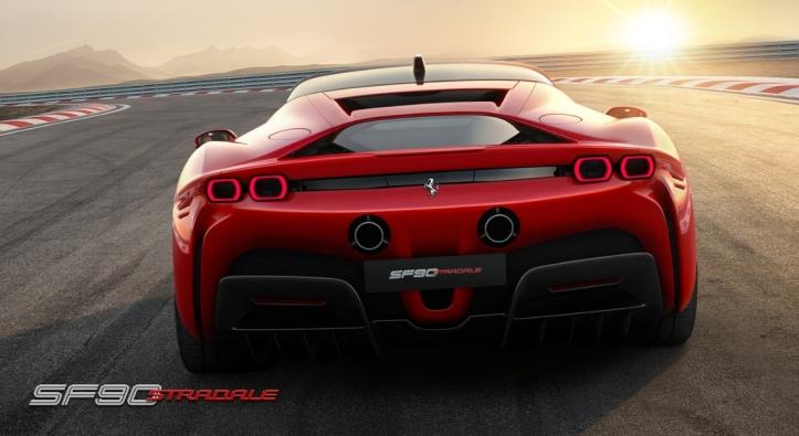 Ferrari SF90 Stradale arrière feux échappement