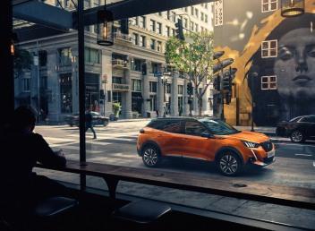 Peugeot 2008 2019 profil SUV citadin orange