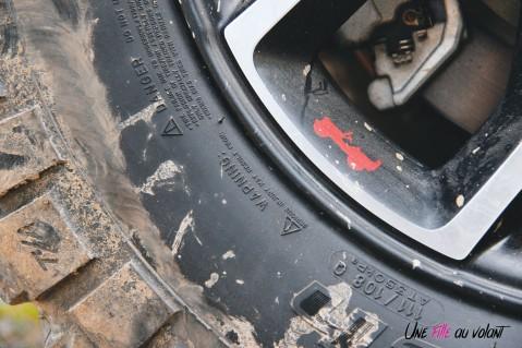 Jeep Wrangler Unlimited Rubicon 2019 détail boue jantes pneu logo