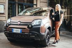 Fiat Panda City Cross Trussardi Ava Max citadine série spéciale