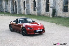 Essai Mazda MX-5 statique cabriolet rouge Crystal Red