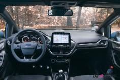 Essai Ford Fiesta ST 2019 intérieur planche de bord écran volant