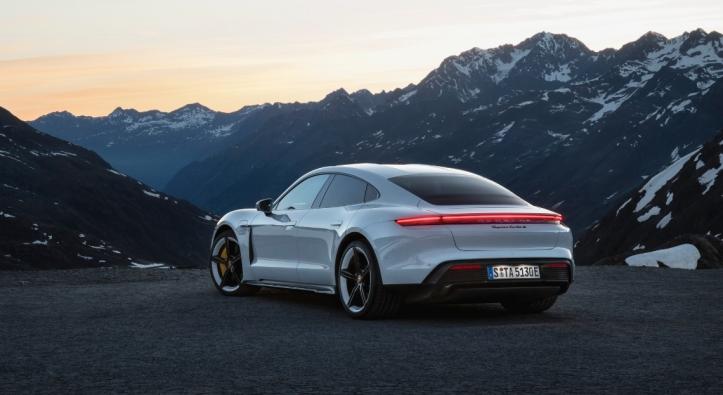 Porsche Taycan 2019 profil jantes arrière