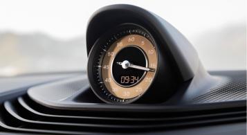 Porsche Taycan 2019 détail montre intérieur