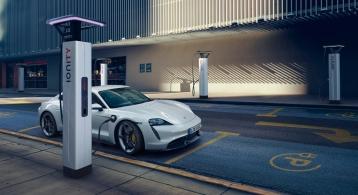 Porsche Taycan 2019 électrique borne recharge autonomie