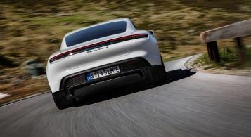 Porsche Taycan 2019 dynamique électrique arrière feux