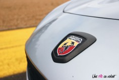 Essai Abarth 124 GT capot détail logo