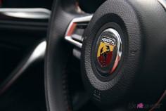 Essai Abarth 124 GT volant détail logo