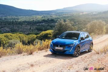 Essai Peugeot 208 2019 statique bleu vertigo citadine