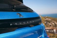 Essai Peugeot 208 2019 logo coffre lion détail