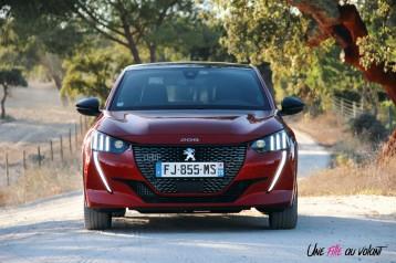 Essai Peugeot 208 2019 face avant feux LED calandre logo