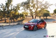 Essai Peugeot 208 2019 citadine rouge toit profil
