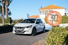 Essai Peugeot e-208 2019 citadine électrique blanc