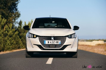 Essai Peugeot e-208 2019 face avant calandre électrique