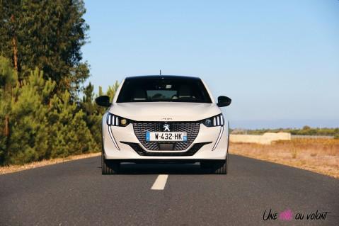 Essai Peugeot e-208 2019 face avant calandre électrique feux