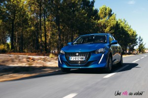 Essai Peugeot 208 2019 bleu vertigo allure citadine face avant calandre