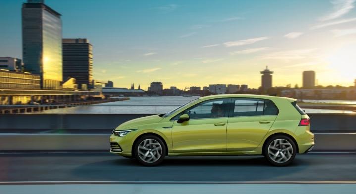 Volkswagen Golf 2019 profil jantes compacte cinq portes