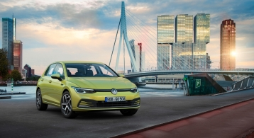 Volkswagen Golf 2019 compacte bouclier logo feux